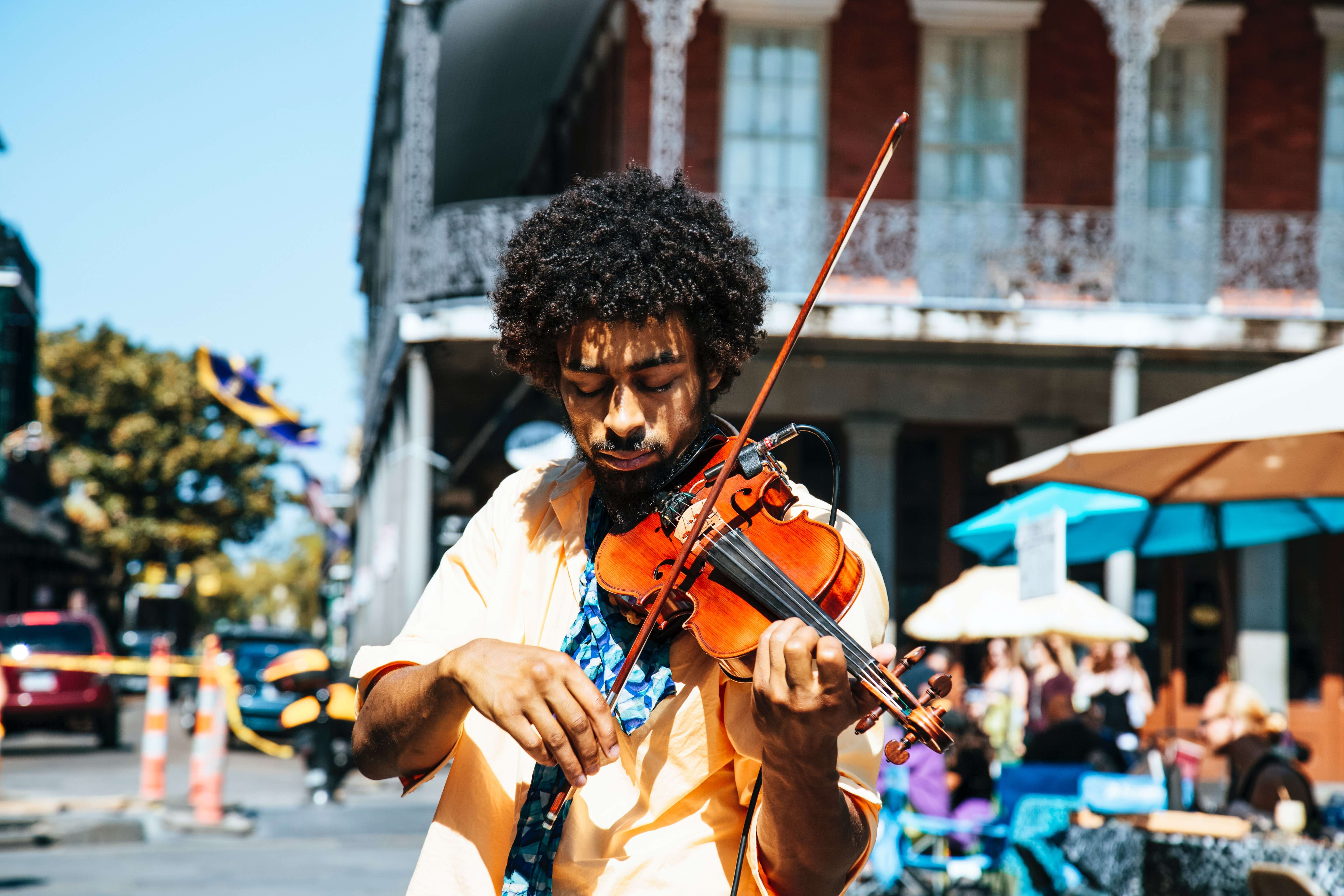 Man plays the fiddle in New Orleans' French Quarter