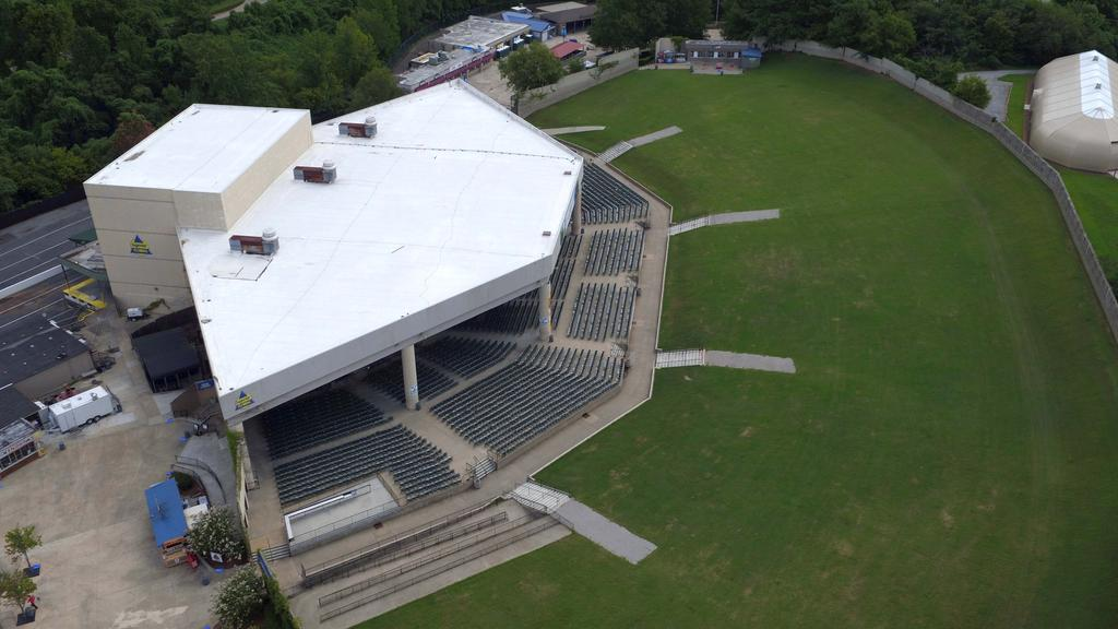 cellairis amphitheatre at lakewood stage and lawn