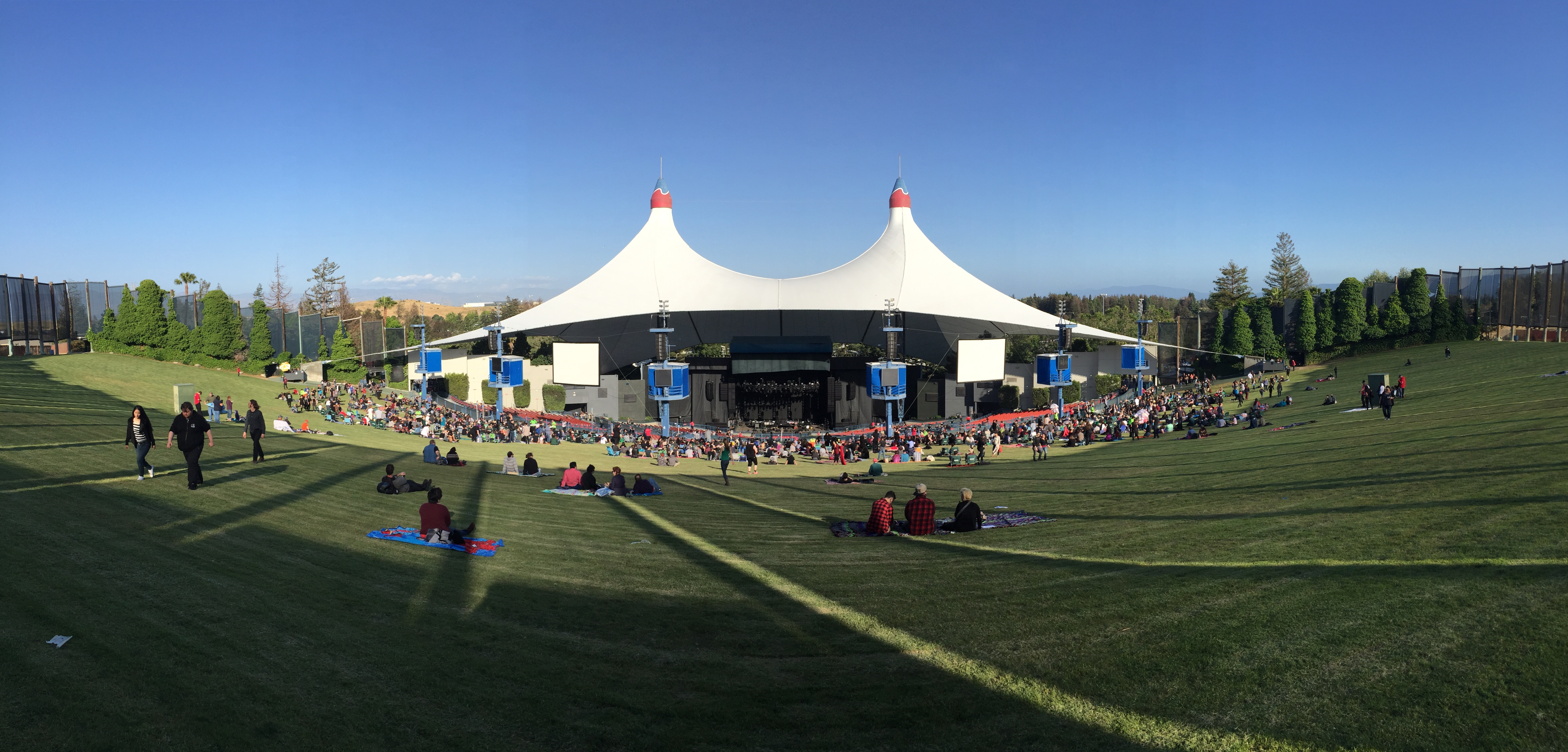 shoreline amphitheatre at mountainview tent canopy, stage and lawn