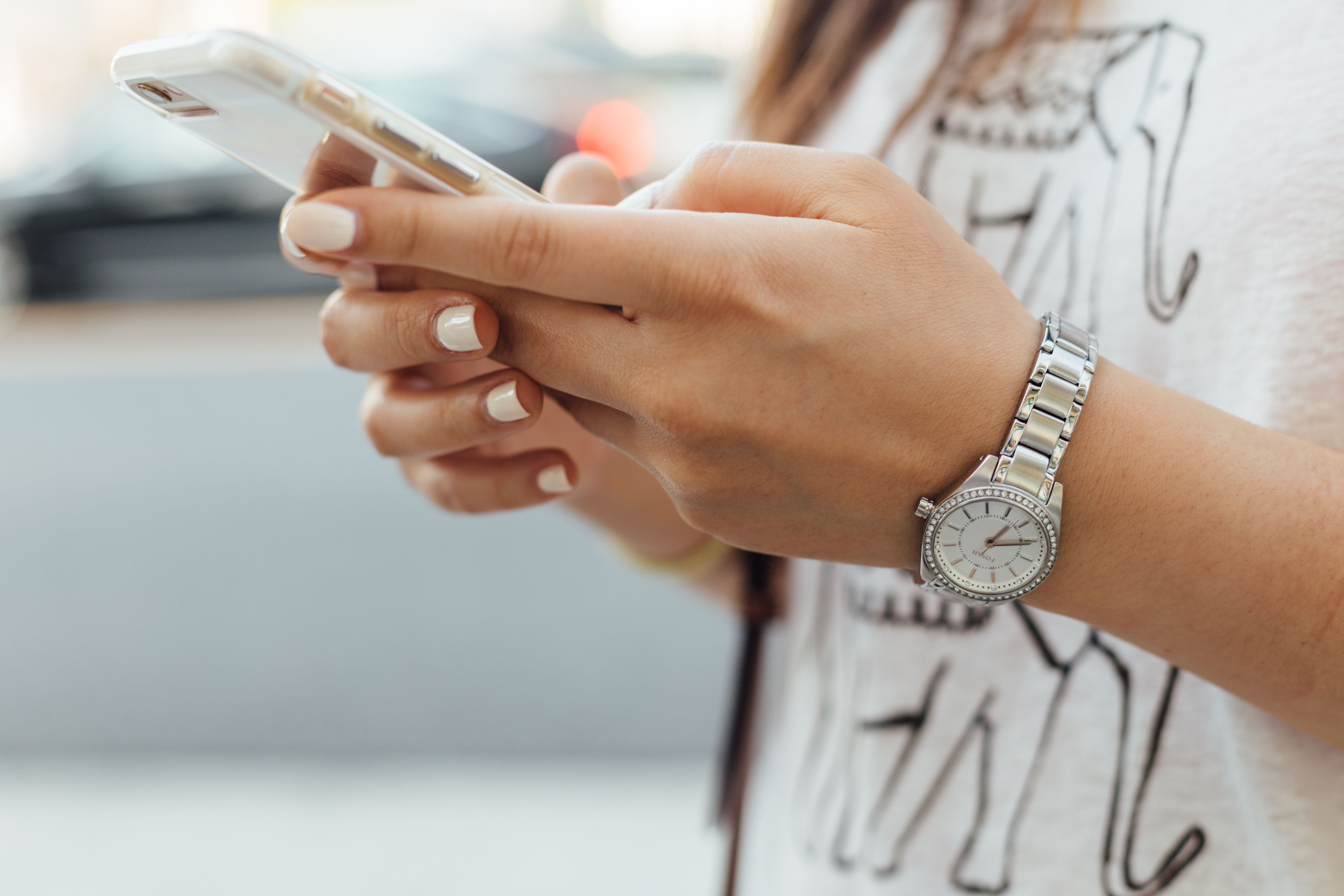CLOSE UP OF FEMALE USING CELL PHONE